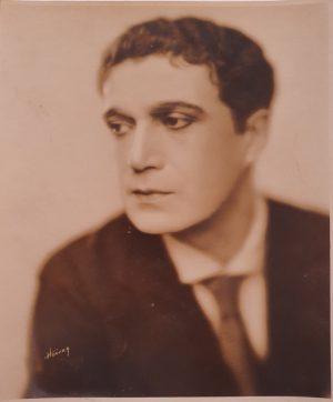 1927 arthur edmund carew the cat and the canary publicity portrait (1)