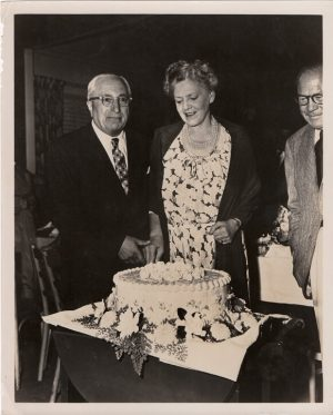 ethel barrymore MGM 1950 70th birthday cake cut by louis b mayer (2)