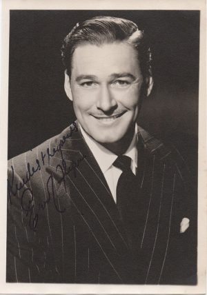 Errol Flynn 1940s signed portrait (1)