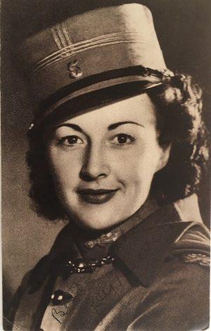 Joy Beattie 1940s hand signed publicity portrait