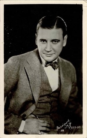 Richard Dix 1930's Postcard Portrait 3.5 x 5.5 (Printed Signature) (1)